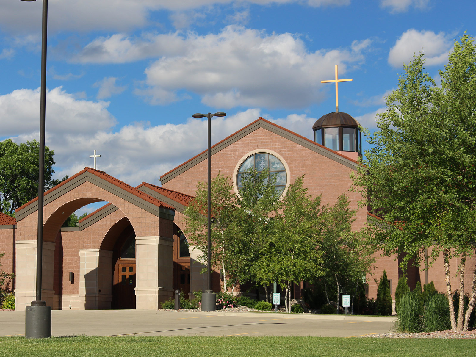 ida-dir-church-sacredheartcatholic1-800x600